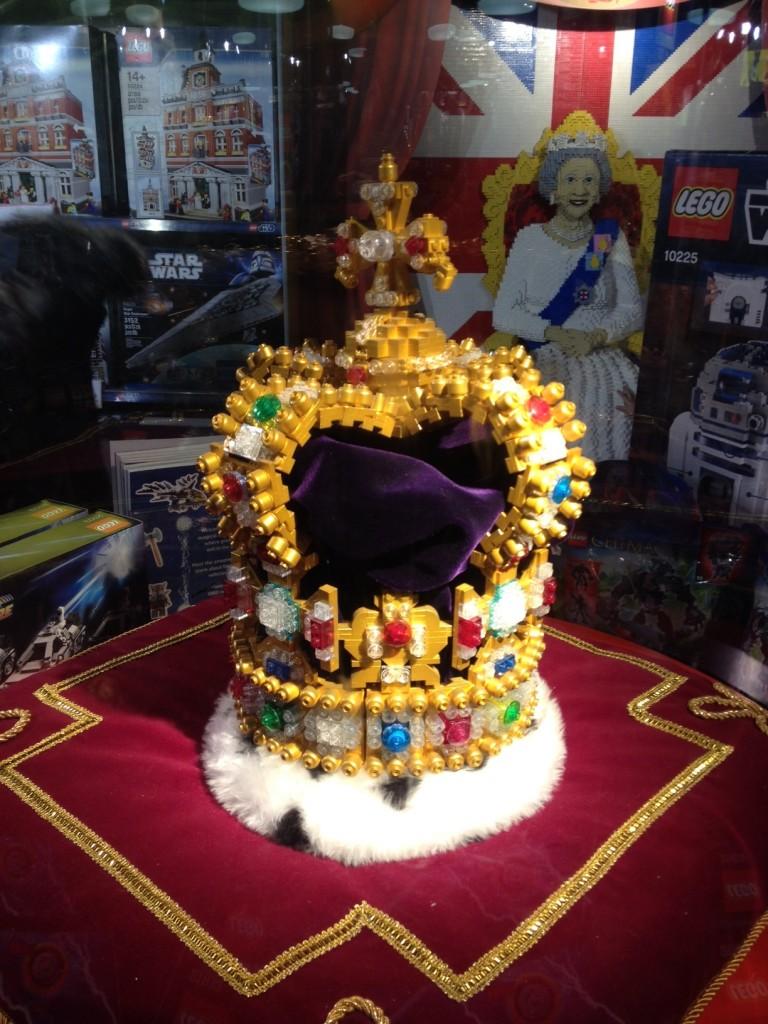 La couronne de la Reine d'Angleterre ... en Legos!