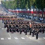 Défiler sur les Champs Elysées
