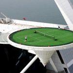Jouer au tennis, à 300 metres au-dessus du sol