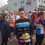 Un iPhone géant court le marathon en moins de 4 heures!